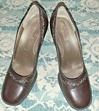 """NEW Danelle Wishbone Classic Brown Embroidered 3"""" Pumps Heels Brazil"""