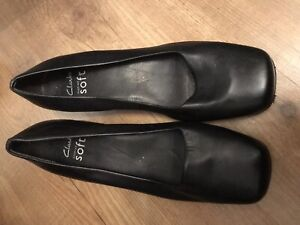 CLARKS BLACK CUSHION SOFT SHOES UK SIZE 6 VERY GOOD CONDITION