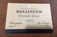 Une étiquette de champagne Bollinger Grande Année   1982