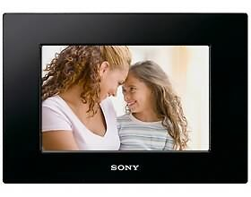 Sony DPF-D810 SVGA LCD (4:3) Digital Photo Frame (Black 8-Inch) 8 Inches