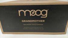 Moog Grandmother - halbmodularer analoger Synthesizer 32 Tasten