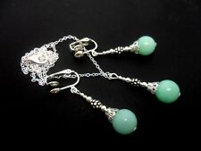 Una collana di perle di giada blu e clip su orecchini Set. NUOVO.