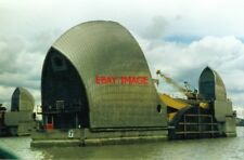 PHOTO  1994 THAMES FLOOD BARRIER A CLOSE-UP OF ONE OF THE MACHINERY TOWERS