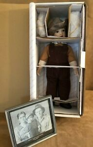 Little Elvis Presley Doll Danbury Mint Phyllis Seidl Family Photo boy New in box