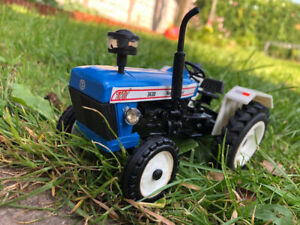 farm vehicle toys...NEW HOLLAND 3630 Tractor Model