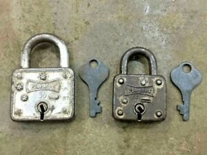 VINTAGE OLD 2 PC. UNIQUE SHAPE MASTER MILWAUKEE PADLOCK WITH KEY MADE IN U.S.A