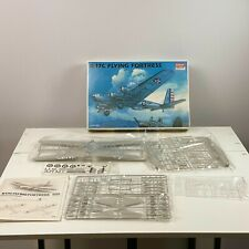 Academy  1/72:  B-17C  Flying  Fortress - Open Box