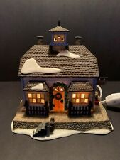 Department 56 New England Village Series 1995 Chowder House Retired