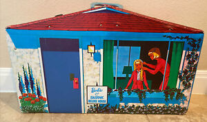 NICE! Vintage Barbie & Skipper Deluxe House Vinyl Fold Out Play Case Big