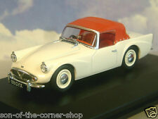 GREAT OXFORD DIECAST 1/43 DAIMLER SP250 (DART) WITH HOOD RAISED IVORY/RED DSP003