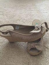 Rocket Dog Women's Shoes Wedge Peep Toe 3 in Wedge SZ 9 Tan