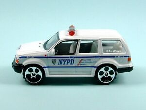 REALTOY / Ford Explorer (White) - No packaging / NYPD.