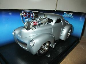 Muscle Machine '41 WILLYS COUPE Silver funline custom BLOWER 1:18 scale DISPLAY