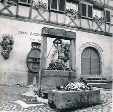 COLMAR c. 1960 -  Puit devant une Cave à Vin  Haut-Rhin - Div 6297