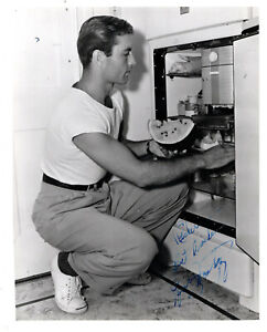AMERICAN FILM & TV ACTOR GEORGE MONTGOMERY ,SIGNED VINTAGE HOMELOVING PHOTO .