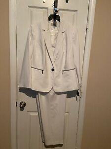 Womans LeSuit White w/ Gray Pinstripes Pant Suit - Size 18W