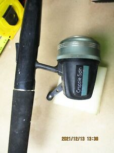 Johnson Crappie Spin 730 rod and reel Trigger Release In Handle.