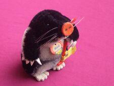 Steiff Maulwurf , mit Spaten Vitrinenobjekt Knopf und Fahne und Schild