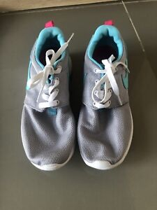 Womens grey & turquoise Nike trainers size 5 EXC CDTN