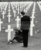 RONALD REAGAN & NANCY PLACE FLOWERS AT GRAVE IN FRANCE D-DAY 8X10 PHOTO (OP-827)