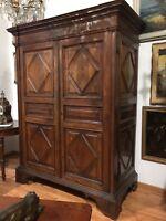 Antico armadio Luigi XIV noce '700 pannelli scolpiti a rombo-antiquandogenova-