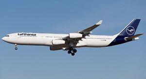 JFOX JFA3403004 1/200 AIRBUS A340-300 LUFTHANSA REG: D-AIGX WITH STAND