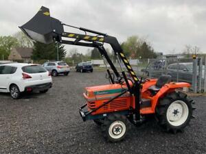 Kleintraktor Kubota L1 205 mit Frontlader   Traktor