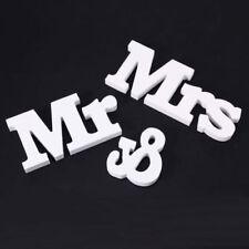 Markenlose Dekorationen aus Holz für Hochzeiten