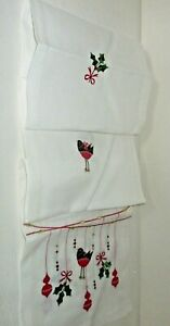 """PEGGY WILKINS """"BAUBLES"""" (ROBIN) TABLE RUNNER CHRISTMAS 14"""" x 75"""""""