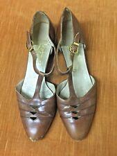 Vintage women 70s Ferragamo 7.5Aa brown Fisherman flats Shoes T-strap