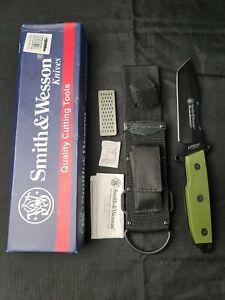 Smith & Wesson Homeland Security Fixed Blade CKSUR4G Green Urban Titanium Camo