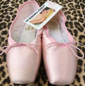 REPETTO FRENCH VINTAGE BALLET DANCER POINTE SHOES~ PINK SATIN ~MADE IN FRANCE