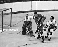 1967 Detroit Red Wings Gordie Howe Scoring Against Oakland Seals 8 X 10 Photo