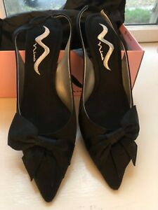 Nina Women's Black Luster Shoes with Bow Size 8.5