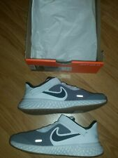 BOYS NIKE REVOLUTION FLYEASE TRAINERS SIZE 1.5
