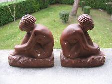 Superbe paire de serre-livres Art Déco femmes nues en plâtre patine terre cuite.