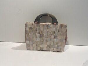 Attractive Ladies Handbag With Shell Finish