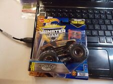 Monster Mutt Junkyard Dog 1/5 Dog Pound 2017 Hot Wheels Monster Jam Case H