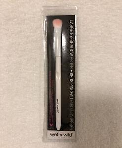 Wet n Wild Large Eyeshadow Brush - Fast Free Shipping - A01