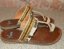 YUU  WOMENS SIZE 6 MED SANDALS
