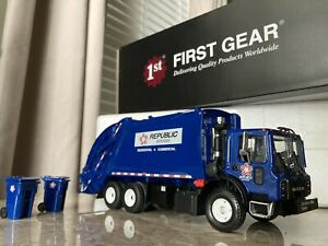1/34 First Gear Mack TerraPro Republic Services McNelius Read Load Refuse Truck