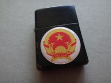 Año 1998 Negro Mate Zippo Encendedor Con Socialista Republic Of Vietnam Insignia