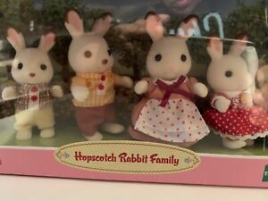 New Epoch Calico Critters Hopscotch Rabbit Family Set of 3 Posable Figures