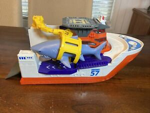 """Matchbox Marine 57 Shark Rescue Boat W Shark! Helicopter Pad 16"""" Boat Toy"""
