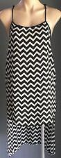 Savvy NWOT FOREVER 21 Black & White Zig Zap Patten Hi-Low Top Size S 8/10
