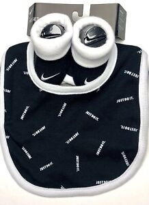 NEW AIR NIKE Baby Gift set: 1 Pair of Booties. 1 Bib 0-6 Months. BLACK/White