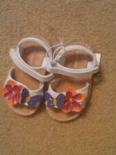 NWT INFANT TODDLER GIRLS WHITE SANDALS BUTTERFLY & FLOWER SIZE 2 SUPER CUTE!