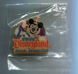 Disneyland Pin ANNUAL PASSHOLDER exclusive 1999 AP Mickey Mouse Space Astronaut