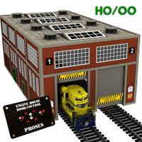 HO/OO MODERN ENGINE HOUSE W/MOTORIZED DOORS (see video)