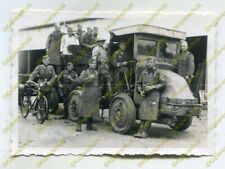Foto, Wehrmacht, Soldaten posieren mit Beute, LKW, Renault MY 1, Frankreich